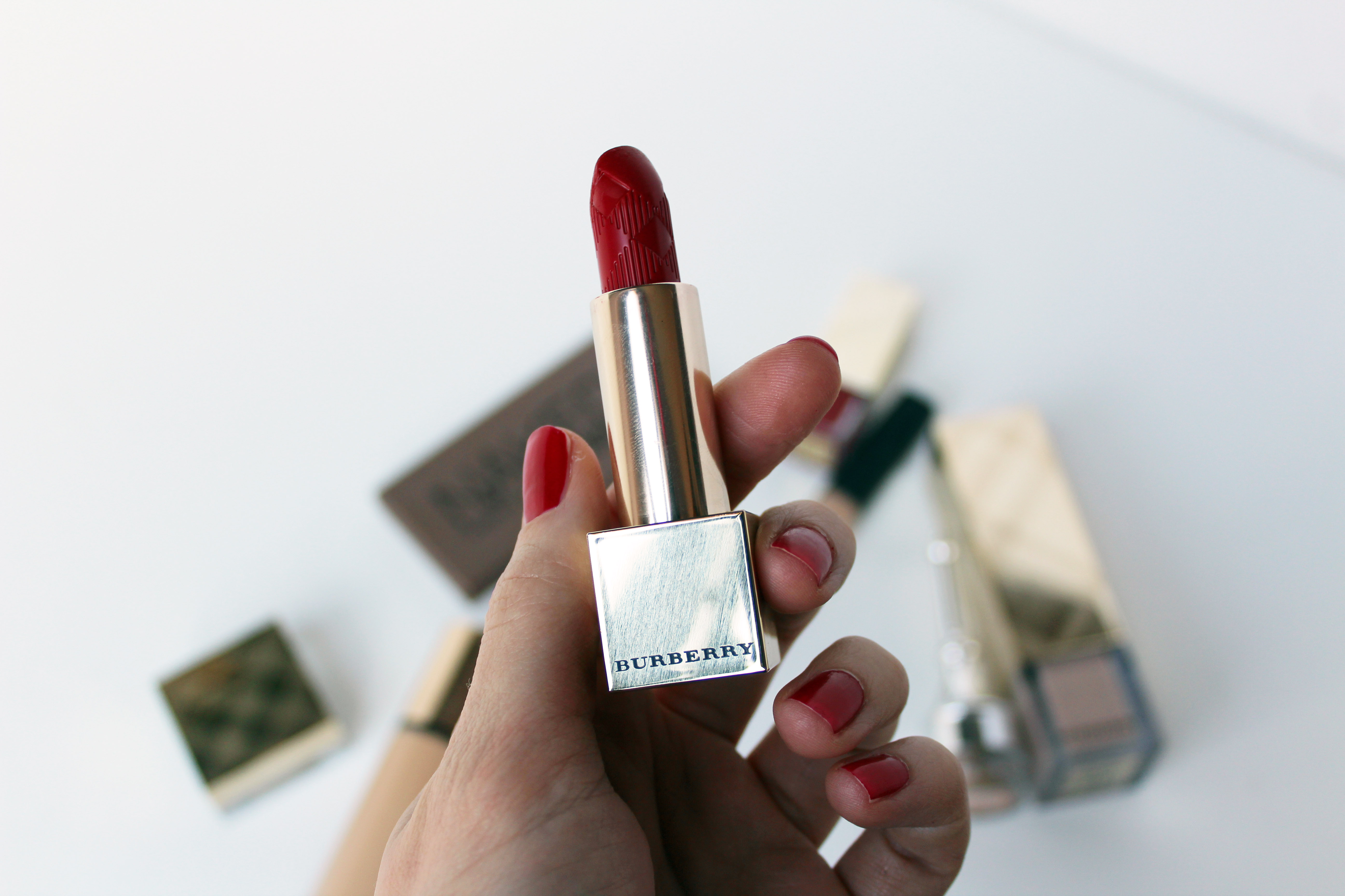 Burberry Kisses in Military Red N°109 di Burberry